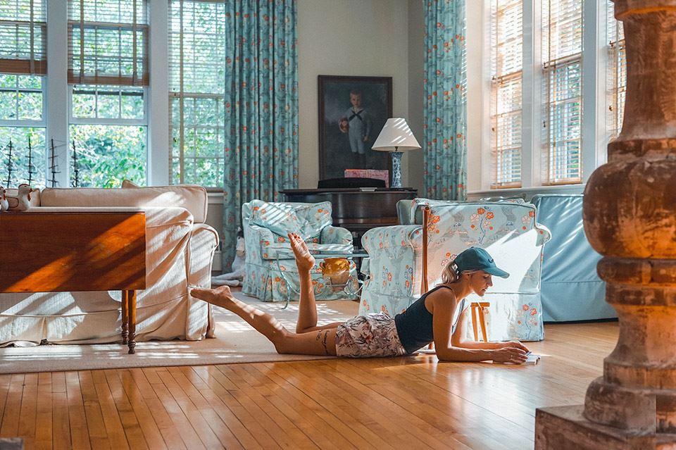 5 combinaciones de lámparas y muebles para un salón vintage 3