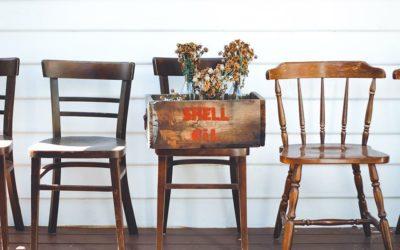Cómo combinar sillas vintage en el interiorismo actual