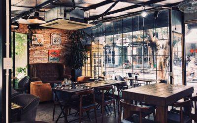 Decorar con muebles antiguos en restaurantes y cafeterías