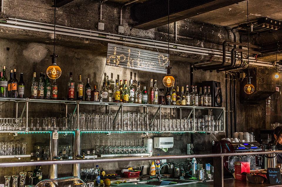 Tener una pared vintage en tu negocio es fácil si sabes como. 2