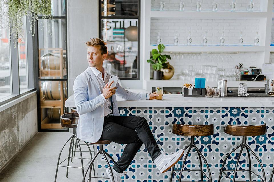 Tener una pared vintage en tu negocio es fácil si sabes como. 4